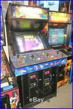 NFL Blitz 2000 Gold Commercial Coin Operated 1 to 4 player Arcade Game