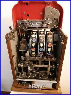 ORIGINAL 25¢ Mills Hi Top Antique Slot Machine. It is the Golden Nugget coin op
